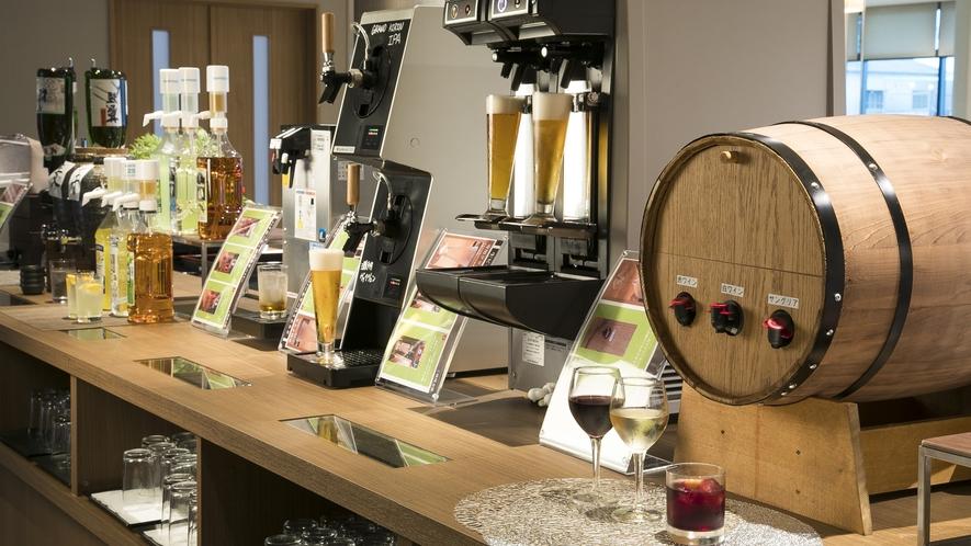 <レストラン>夕食 飲み放題セルフドリンクコーナー 生ビール・ワイン・日本酒・焼酎等をご用意。