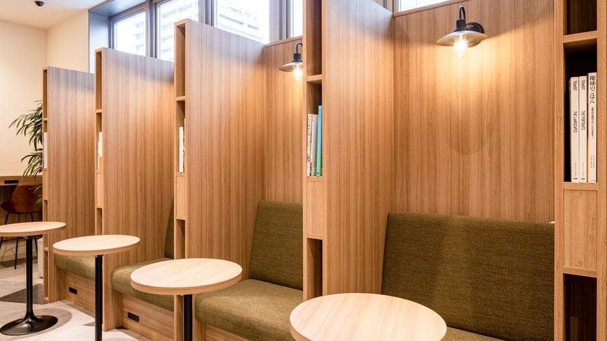 【ライブラリーカフェ】Wi-Fi接続無料◆カフェ内にはコンセントも充実