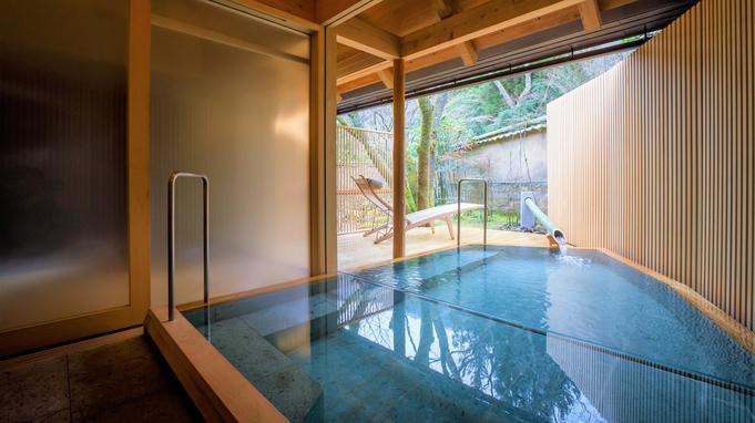 亀の井別荘の特別室に泊まり、季節の会席料理をお部屋で愉しむ。