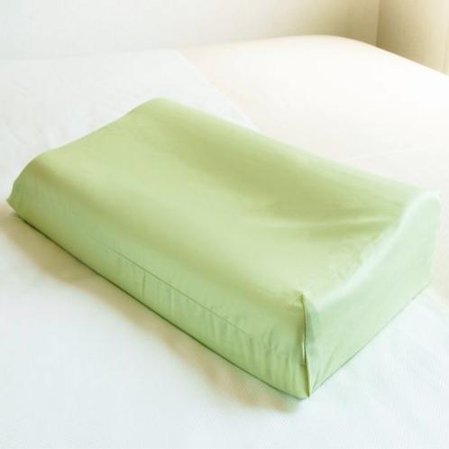 【緑色枕】 高い枕は男性向き。呼吸が円滑に行われていびきが解消できる場合があります。