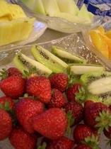 朝食でたくさんのフルーツを…☆
