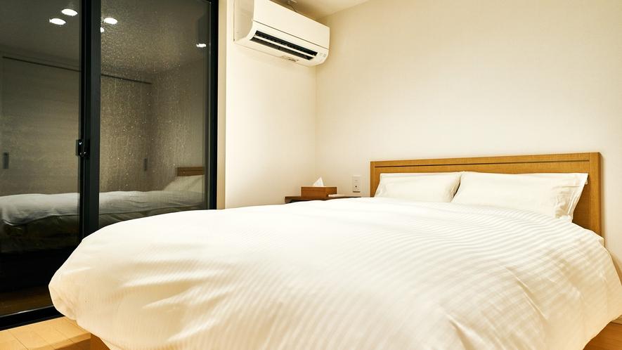 寝室① 幅140㎝のダブルベッド