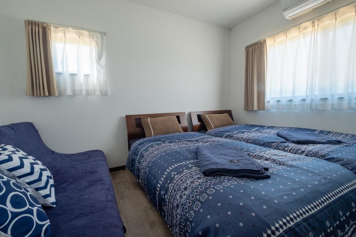 ベッド2台とソファーベッド190cmの部屋