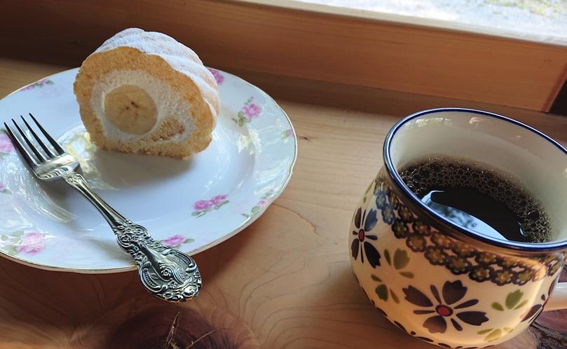 併設の【カフェ・ド・コイショ】で、淹れたてのコーヒーをどうぞ。