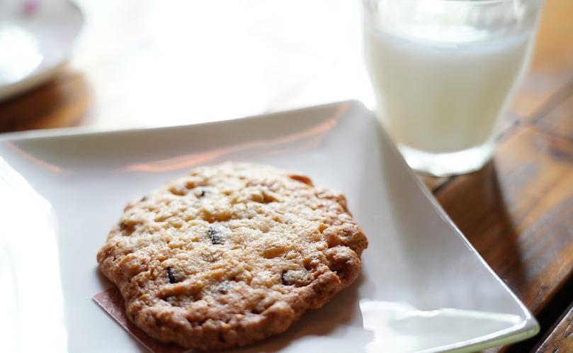 【カフェ・ド・コイショ】では、お持ち帰り頂ける焼き菓子も数種類ご用意しています。こちらはオートミール