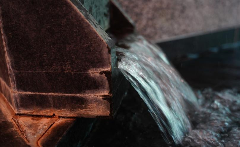 女性専用のお風呂。光明石という特殊な天然の鉱石を使用した人工温泉。体の芯から温まると好評です。