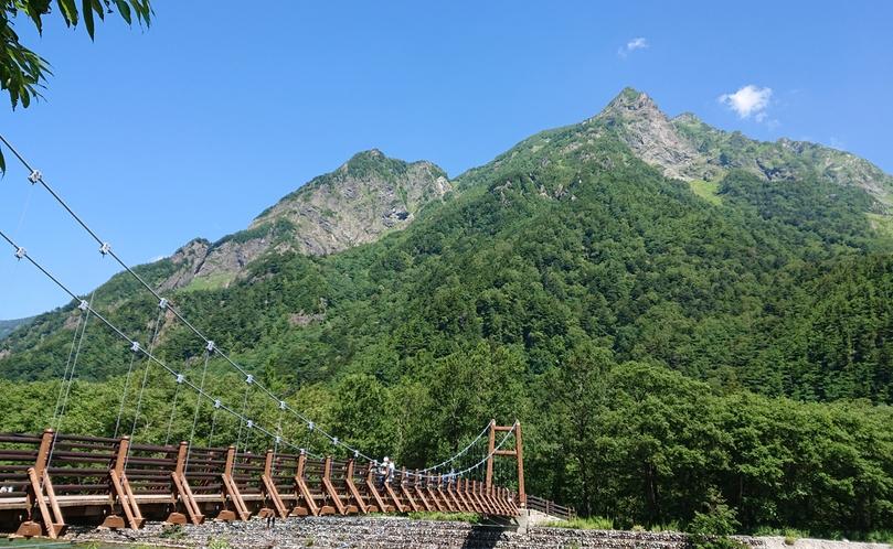 明神橋を渡ると、すぐ傍に「山のひだや」があります。
