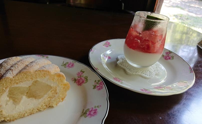 パティシエールの日替わりスイーツなどが人気の併設カフェ【カフェ・ド・コイショ】