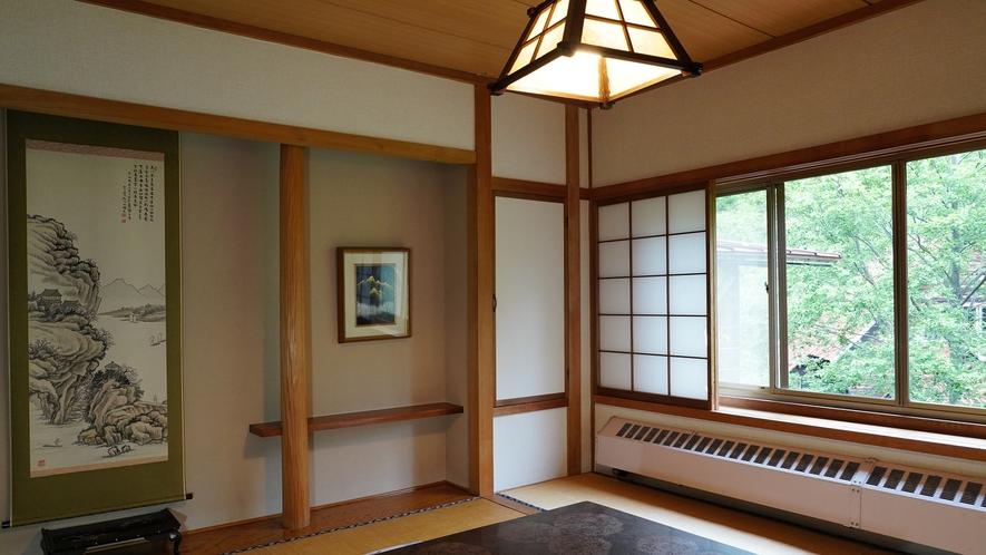 【東館・和室8畳】当館で一番お勧めのお部屋。自然の美味しい空気をたっぷりと吸い込んでください。