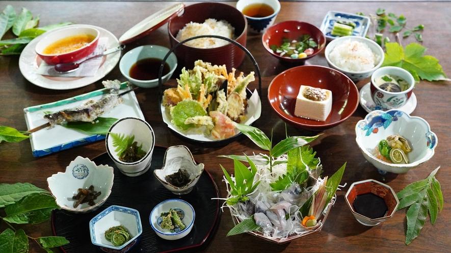 【贅沢・信州山ごはん】岩魚の活け造りやカフェの手作りケーキを加えた、グレードアップコース