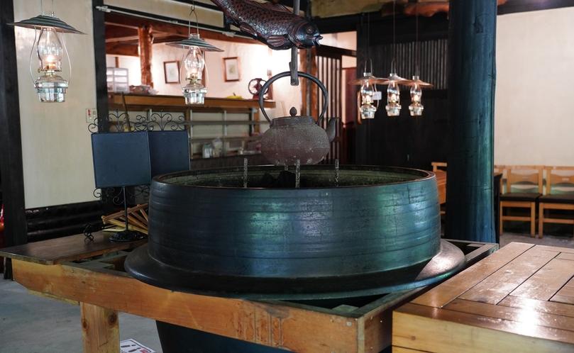 【カフェ・ド・コイショ】大きい窯の囲炉裏は、以前食堂だった「どっこいしょ」で使用してました。