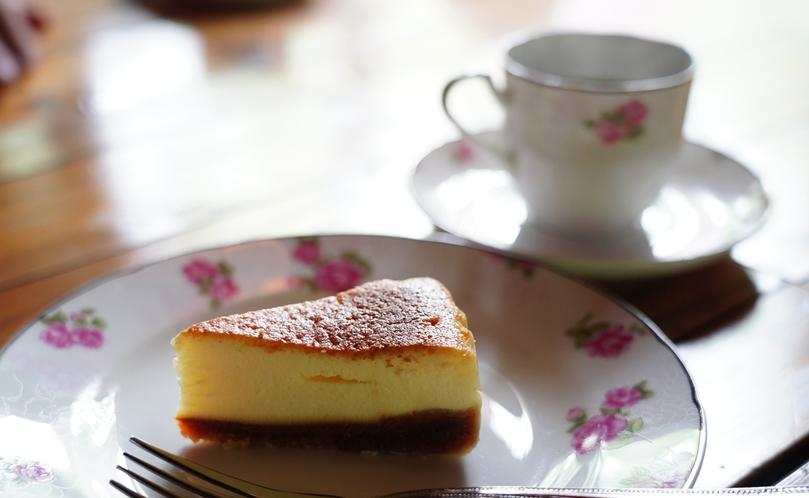 【カフェ・ド・コイショ】では、オリジナルドリップコーヒーと日替わりスイーツをご用意してます。