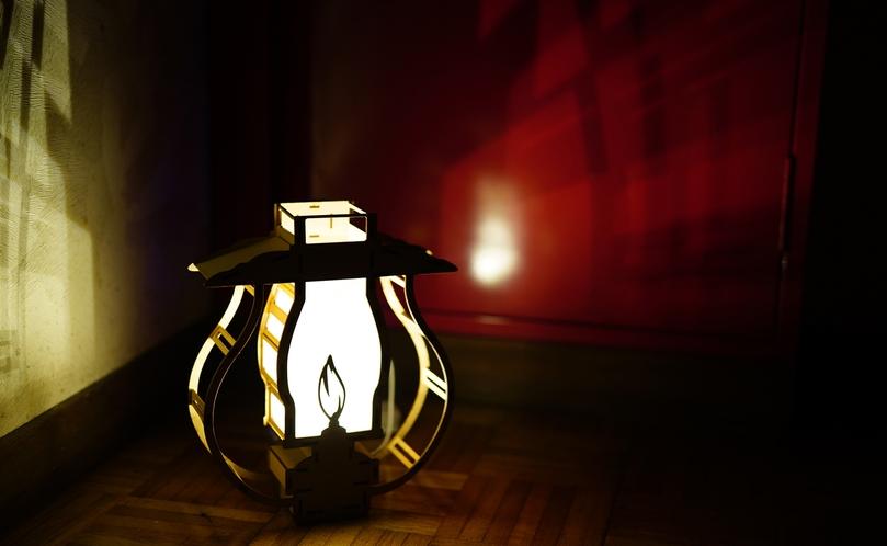 消灯後は、かわいいモチーフのLEDランタンが足元を照らします。