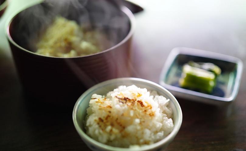 【信州山ごはん】安曇野産のコシヒカリと清らかな水で炊き上げます。
