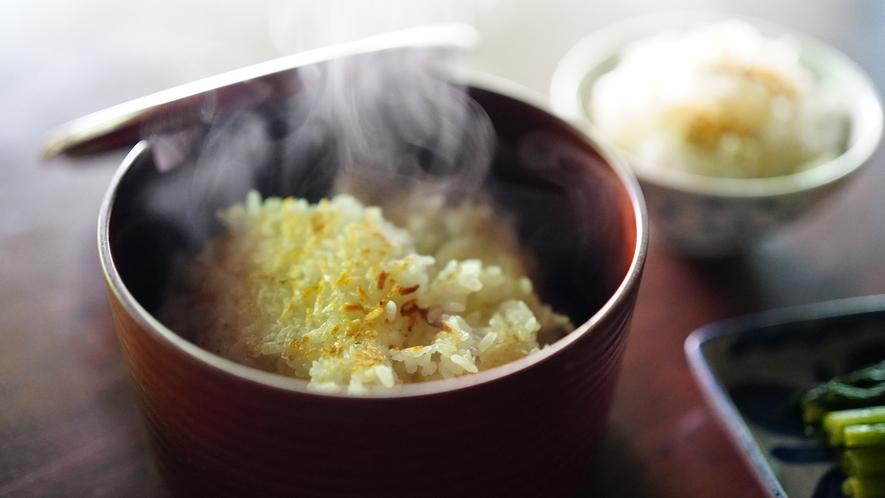 【信州山ごはん】昭和初期の窯で炊き上げたごはん。旅へ向けて、しっかり腹ごしらえしてくださいね。