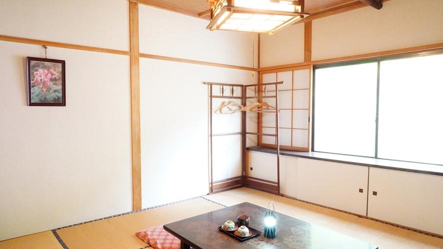 【西館・和室8畳】川のせせらぎが聞こえるお部屋です。