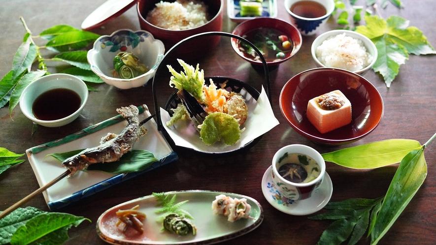 【信州山ごはん・スタンダードプラン】一番人気のプランのご夕食です。心のこもった温かいお食事をお召し上