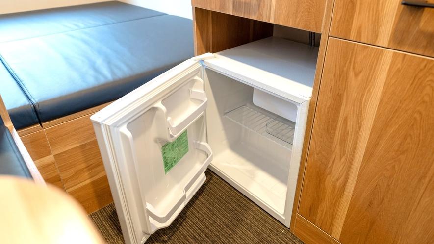空のミニ冷蔵庫完備!