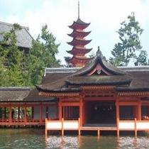 世界文化遺産厳島神社まではホテルより徒歩10分