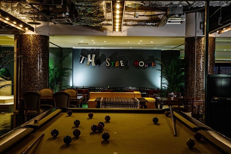 Play Loungeのビリヤードボード