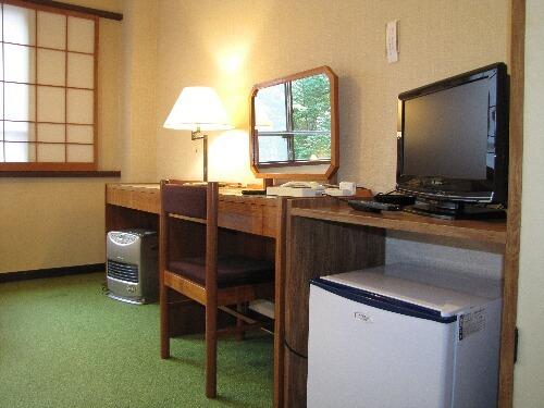 チデジ対応薄型TV・冷蔵庫・ドレッサーの有るお部屋も