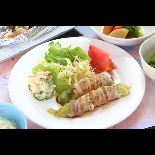 夕食(単品)レタスの豚肉巻き