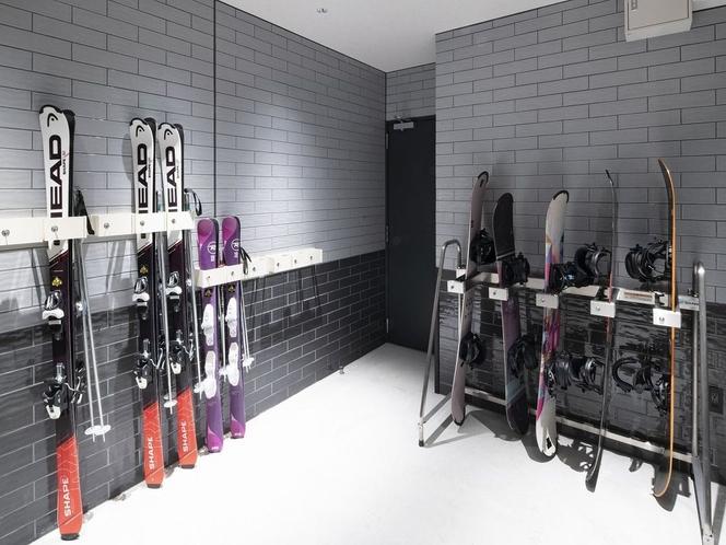 【スキー・スノーボード置き場】宿泊者は無料でご利用できます。