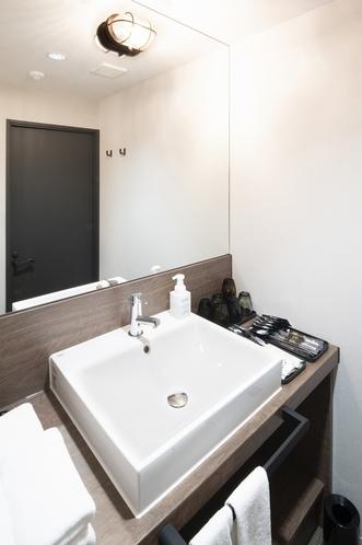 【洗面台】全面鏡を設置しており、朝のセットやメイクも快適^^