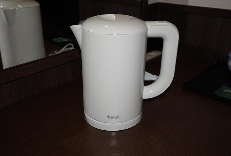 ◇客室備品◇ 湯沸しポット♪ 温かい飲み物や夜食のカップヌードルなどにご使用ください。