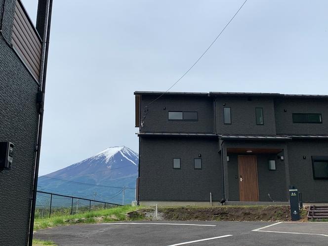 バルコニーヴィラと富士山
