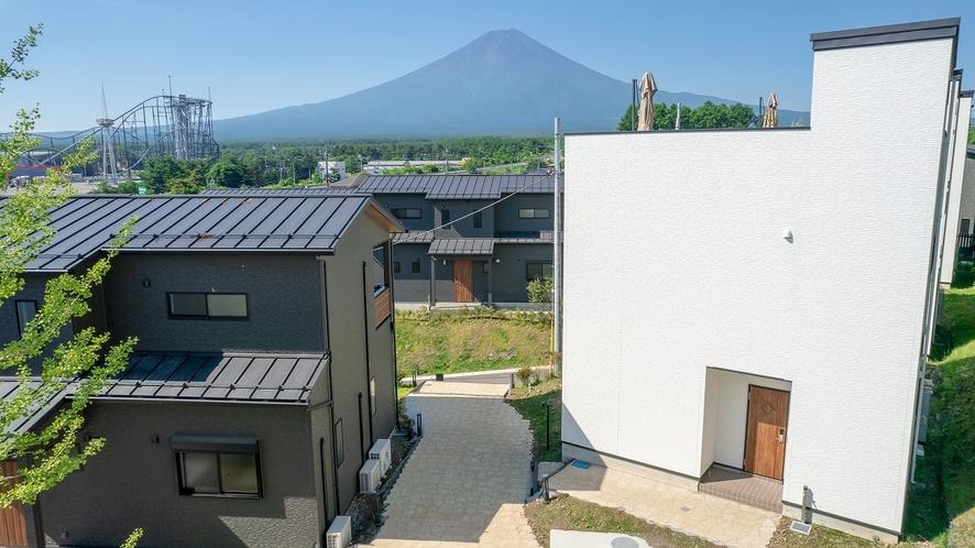 バルコニーヴィラとルーフトップヴィラと富士山