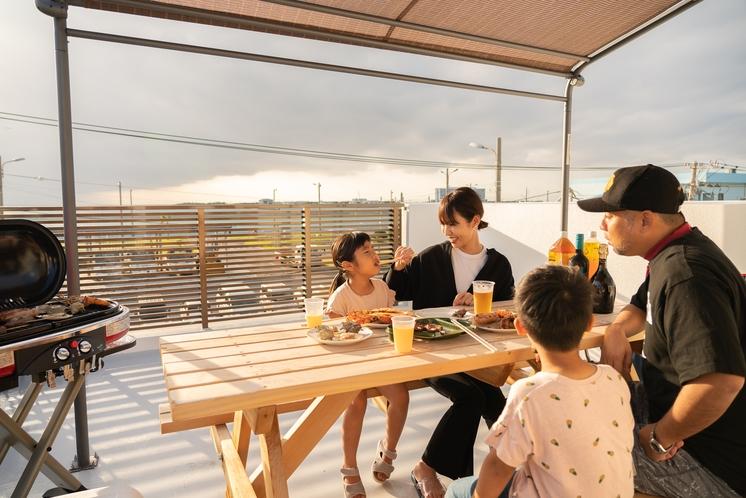 オーシャンビュー屋上(BBQグリル、テーブル、チェアー、日除け)