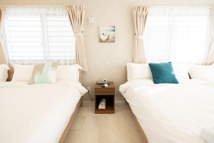 寝室1(ベッド4台)