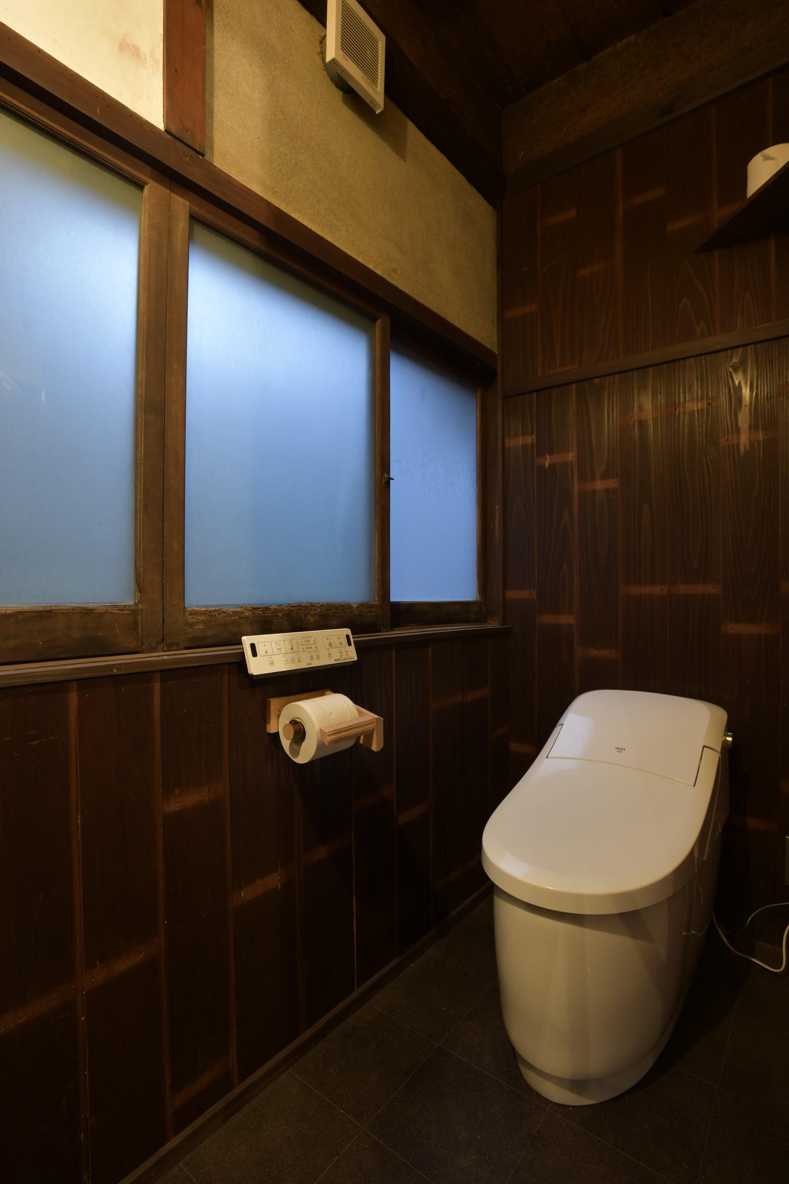 共用トイレ/Shared Toilet