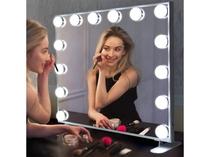 【クイーンダブル】白い化粧机には大型の女優ミラーを導入いたしました。