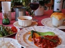 夕食は全6皿の欧風コース料理