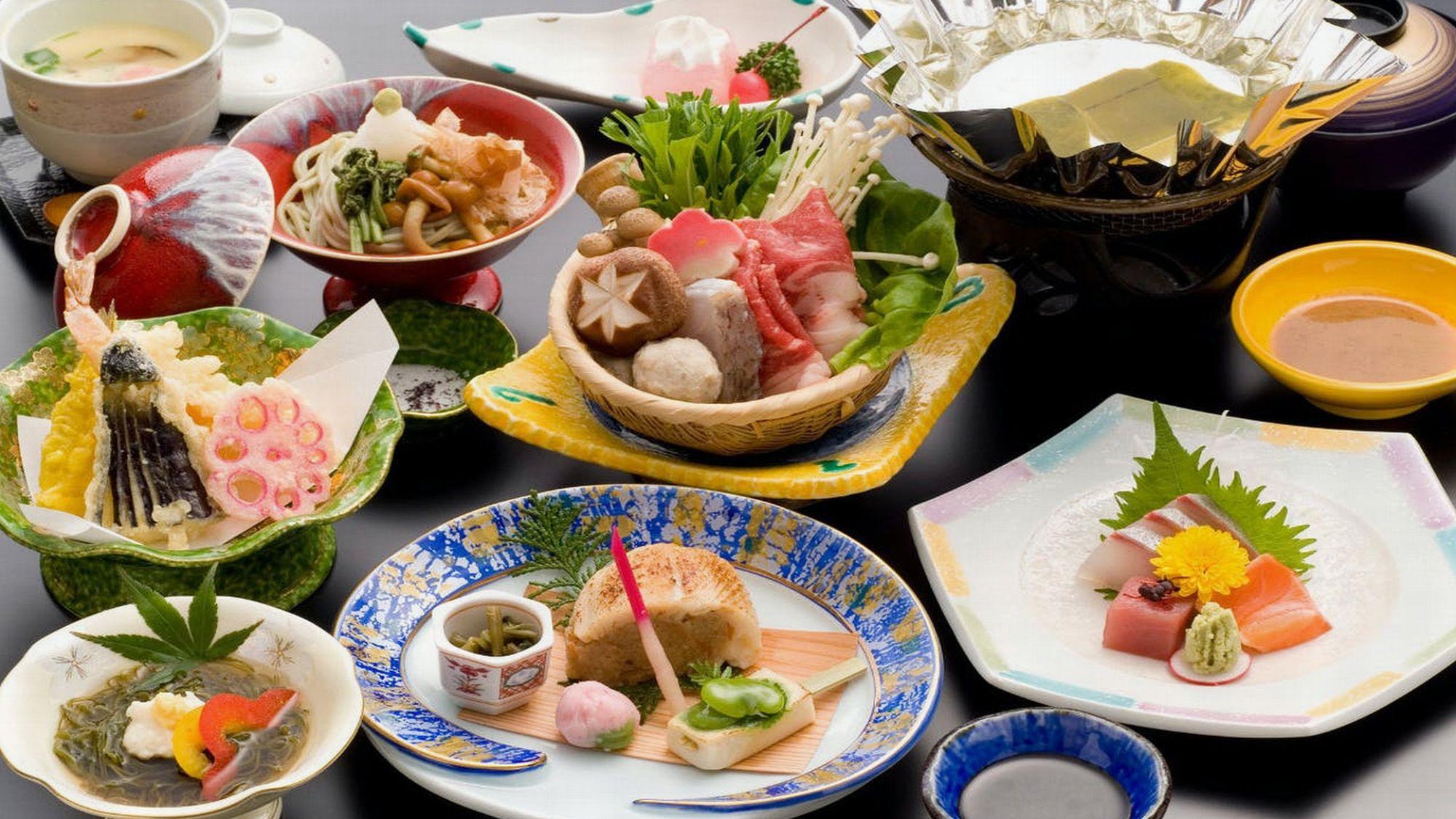 ミニ牛陶板焼きor寄せ鍋、天ぷら、日本海甘海老などを含めた自慢の会席料理です!(一例)