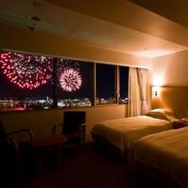 客室から見える花火