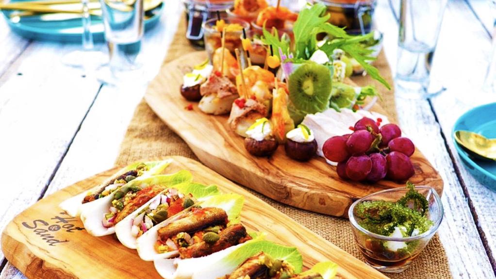 沖縄の海を見ながら贅沢ピクニック♪沖縄の食材をふんだんに使用したお料理はおススメです!