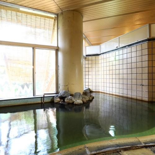 【八重垣の湯】自家源泉100%のかけ流し温泉。芯まで温まります