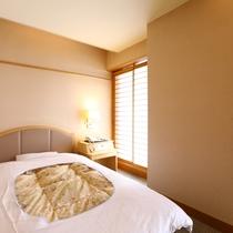 【今心閣・洋室シングルルーム】明るくシンプルで使い勝手の良いお部屋