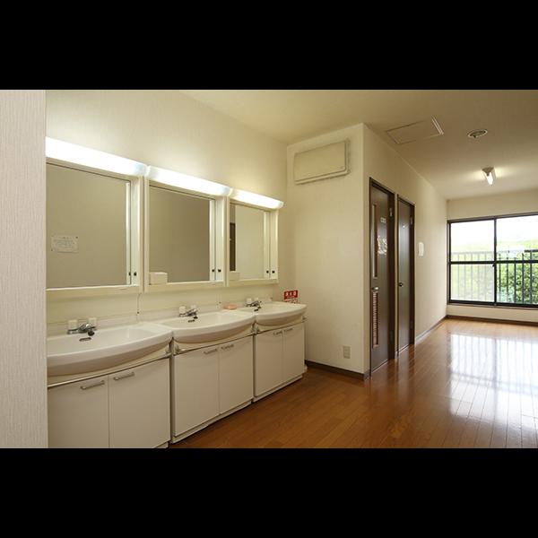 館内◆洗面台とトイレは共有です。