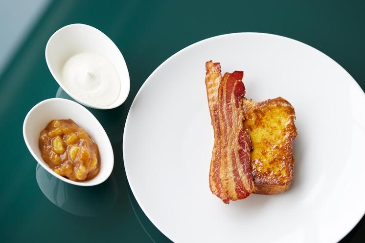 フレンチトースト バナナジャムとラムクリーム(朝食メニュー)