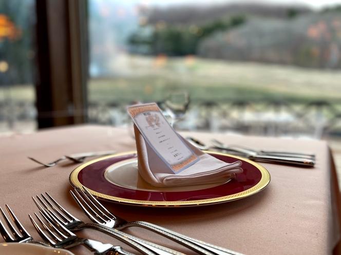 さのさかの森の中のレストラン。本格フランス料理をお楽しみ下さい。