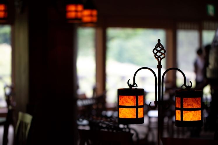 レストランの灯り