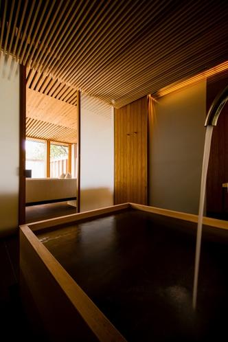 温かみのある檜風呂