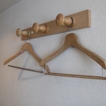 客室備え付けハンガー