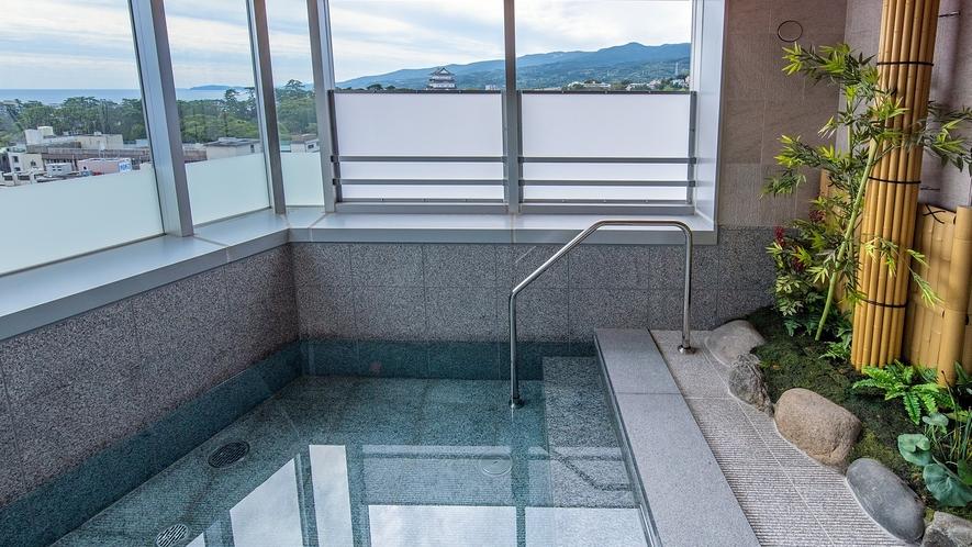 箱根湯本温泉を開放的な露天風呂で(男性大浴場)