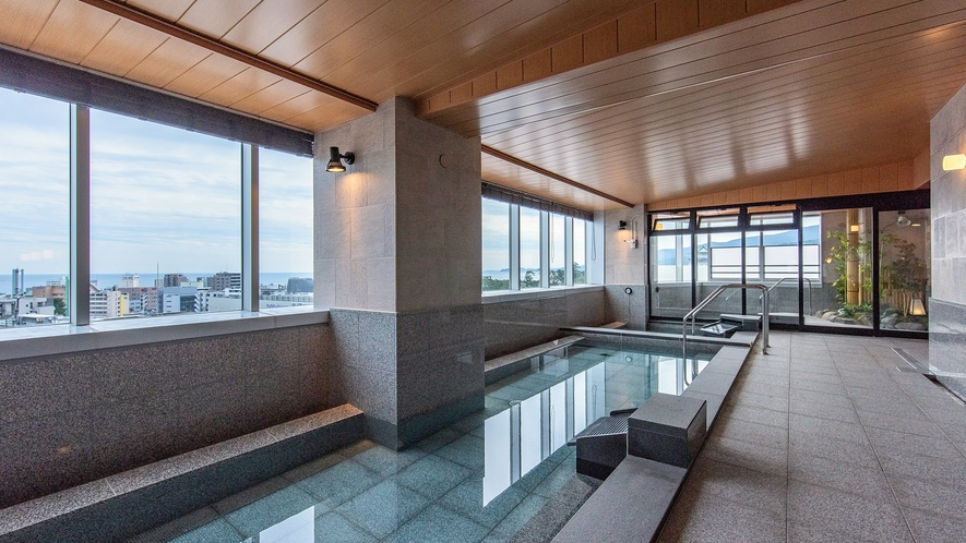 箱根湯本からタンクローリーで運ばれる天然温泉(男性大浴場)
