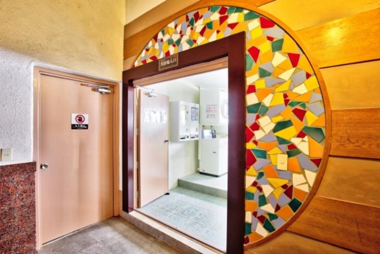 10階大浴場・コインランドリー入口
